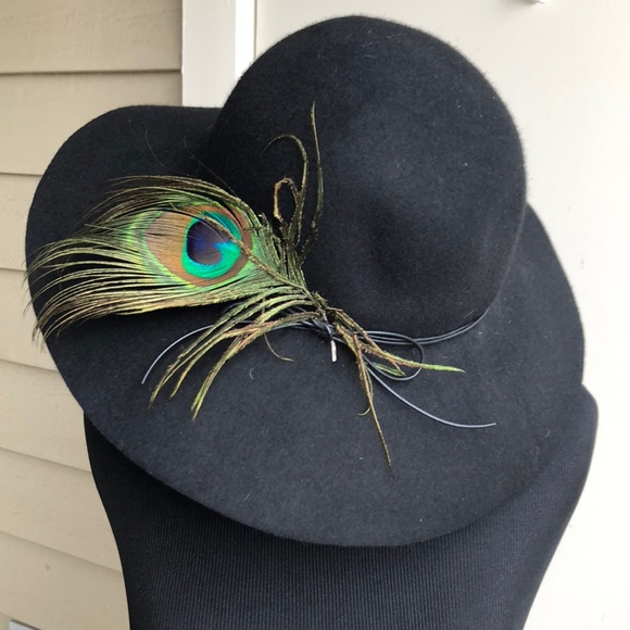 0f38ab57df1bf9 Lucky brand black wool hat with peacock feather. M_5a980c072c705db1d0eaacd8